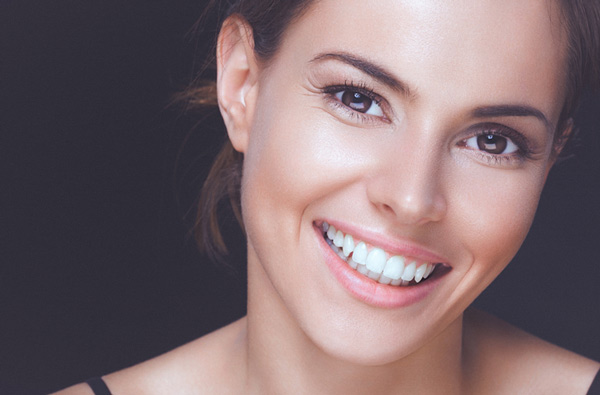 Woman smiling with perfect teeth.